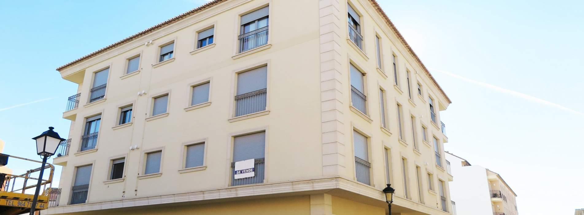 Viviendas a estrenar de 3 dormitorios, garajes y trasteros a la venta en Segorbe - Calle Matet