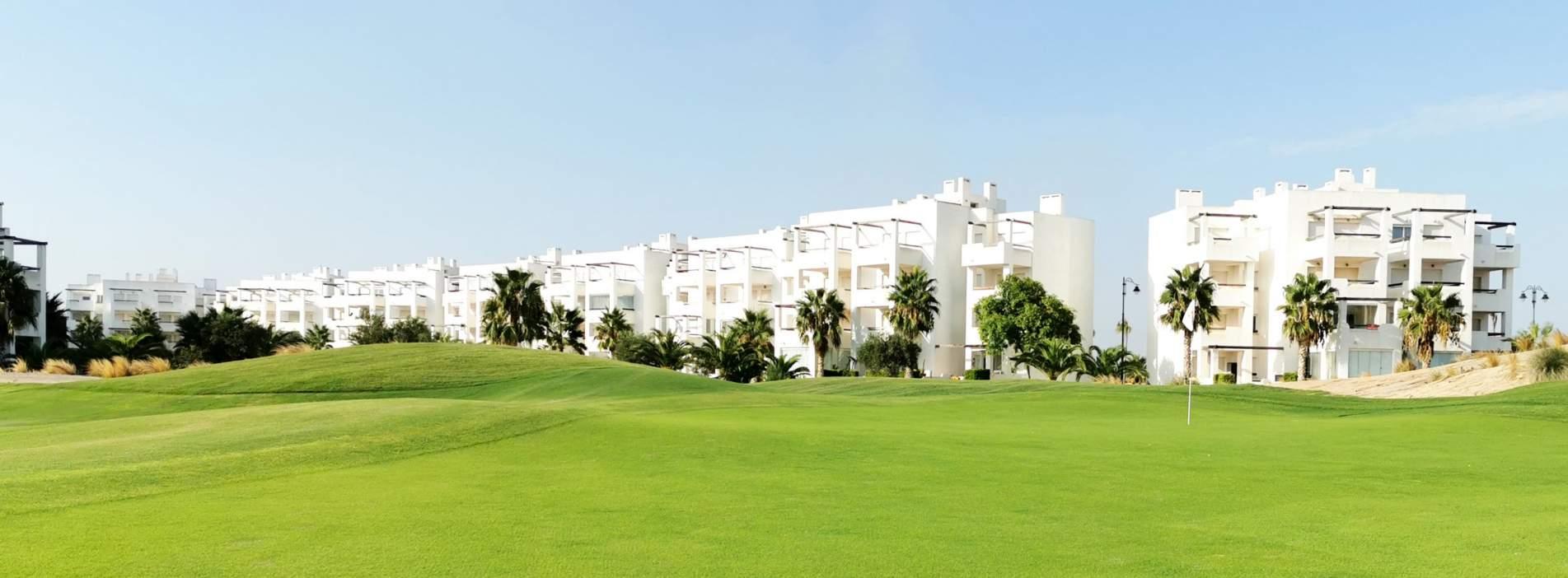 Apartamentos en venta con piscina en Terrazas de la Torre Golf Resort