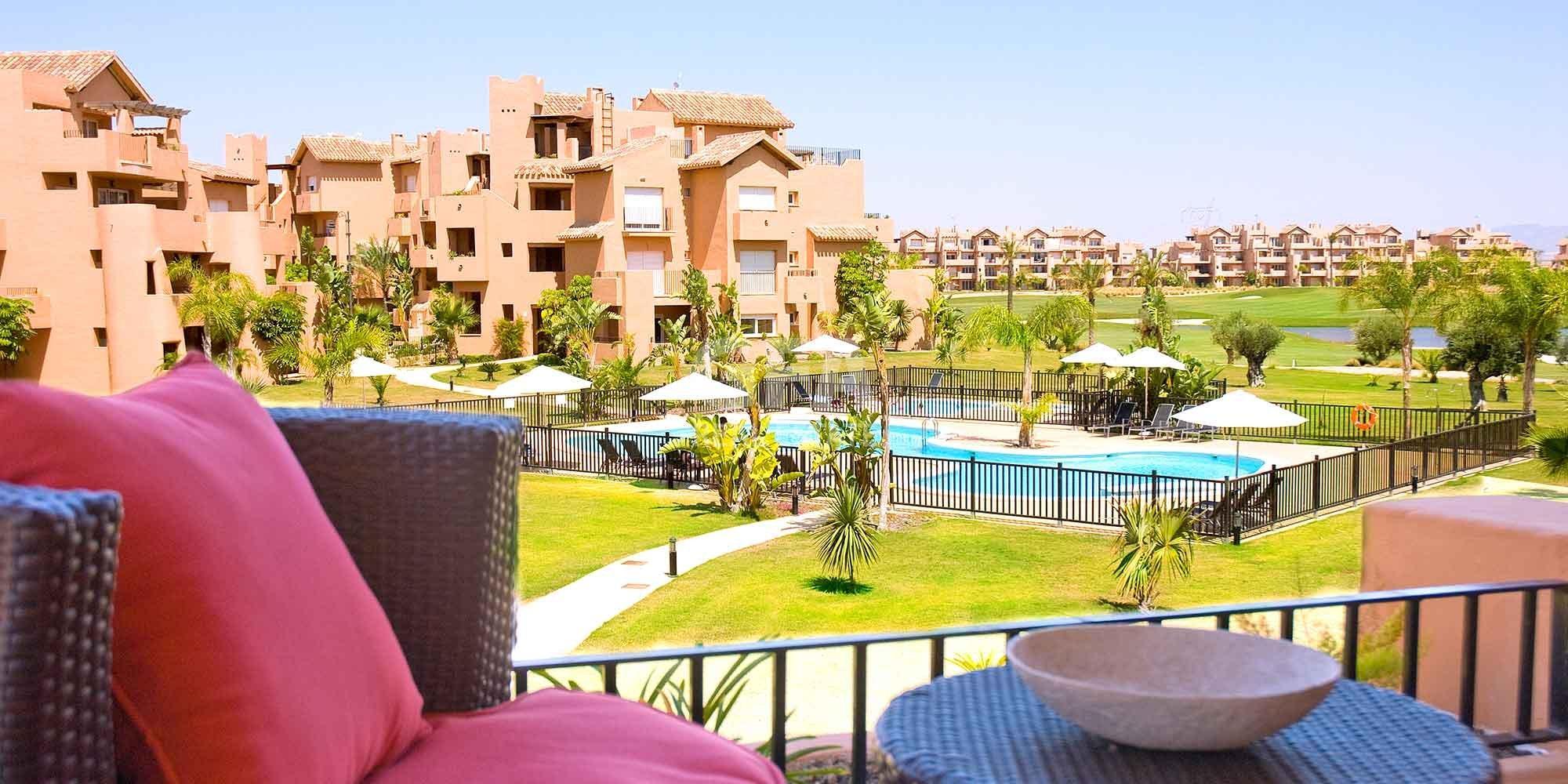 Residencial obra nueva Mar Menor Golf Resort vista exterior desde balcón