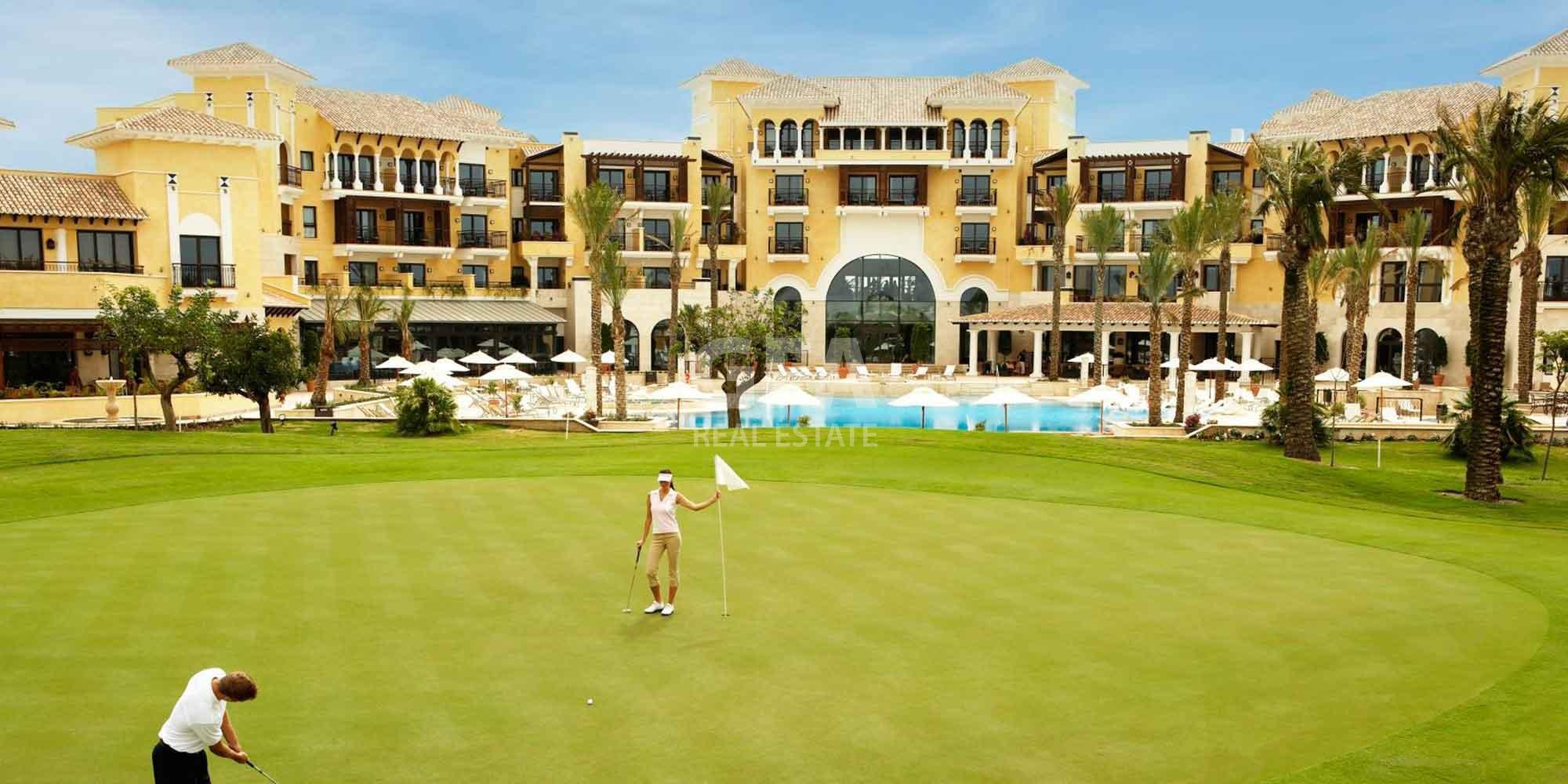 Residencial obra nueva Mar Menor Golf Resort campo golf acceso restaurantes