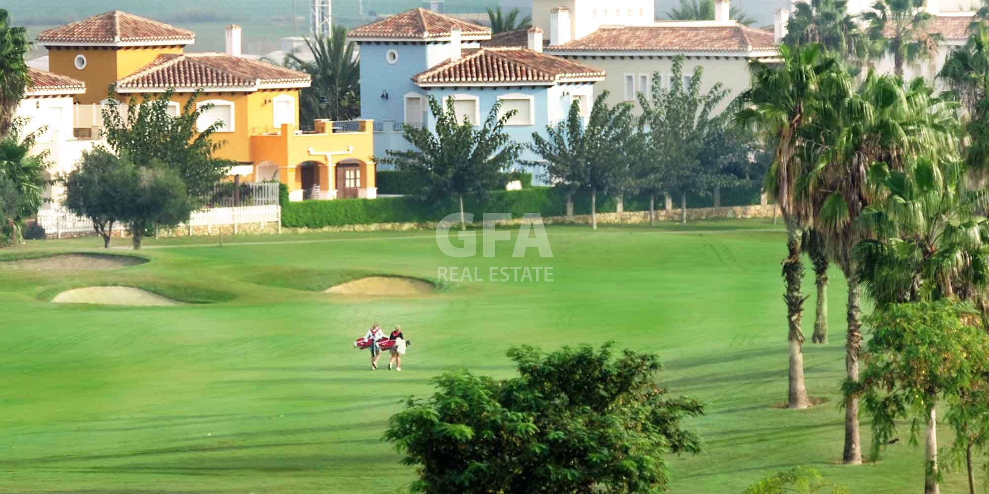 Residencial obra nueva Mar Menor Golf Resort campo de golf vista aérea