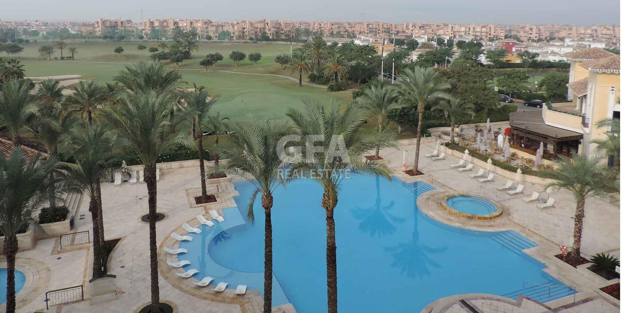 Residencial obra nueva Mar Menor Golf Resort vista aérea piscina