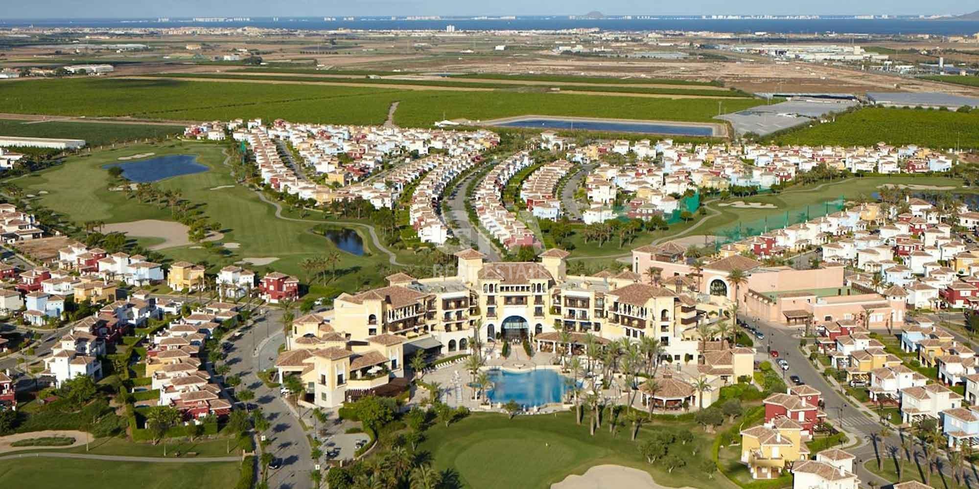 Residencial obra nueva Mar Menor Golf Resort vista aérea