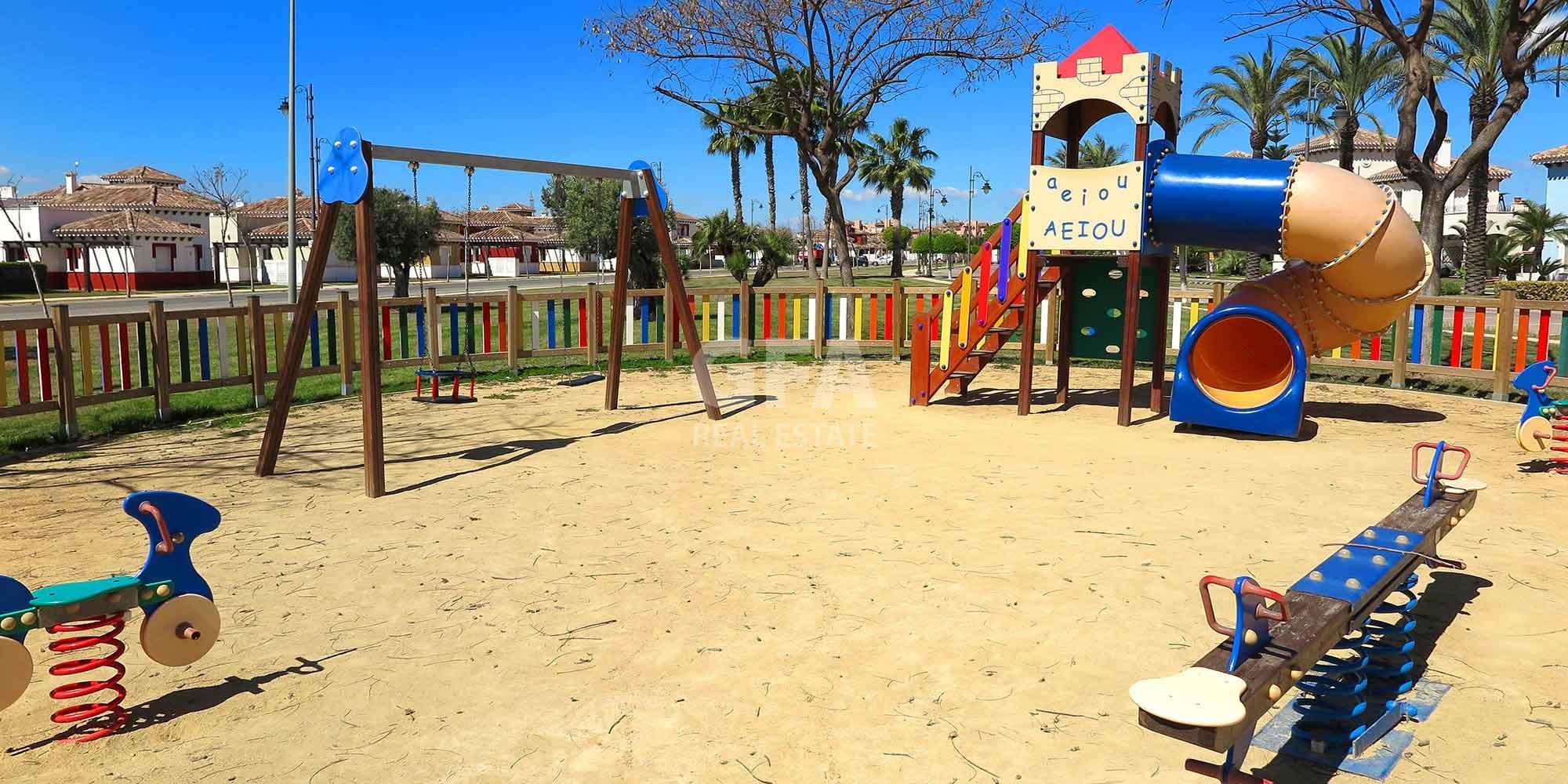 Residencial obra nueva Mar Menor Golf Resort zona infantil